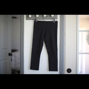 Black cropped lulu thick leggings
